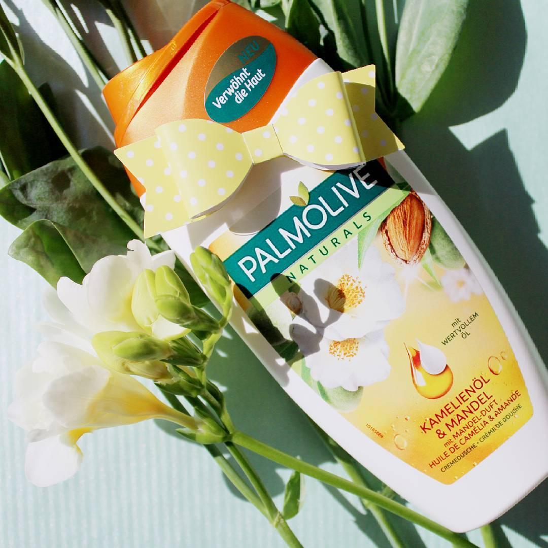 Sữa tắm Palmolive hương hoa trà và hạnh nhân