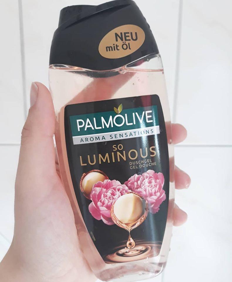 Sữa tắm Palmolive hương hoa mẫu đơn